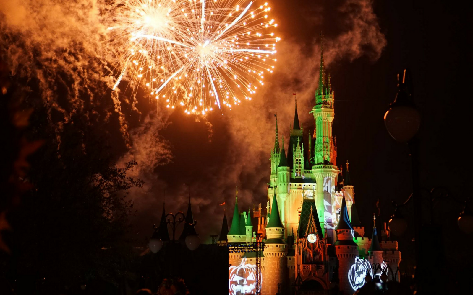 Mickey's not-so-scary Halloween Party Fireworks