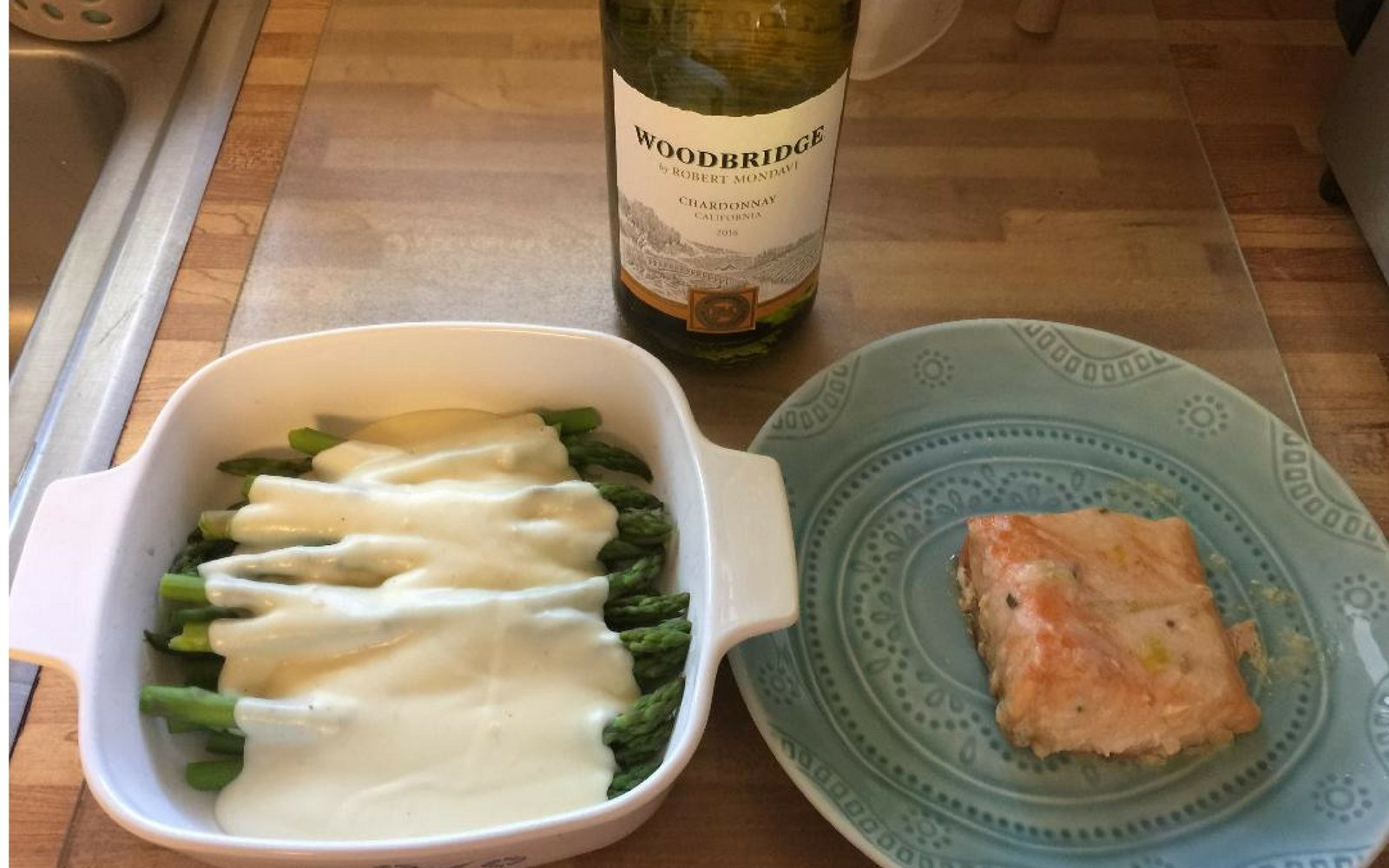 Asparagus with Rich and Creamy Cheese Sauce